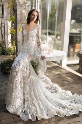 שמלת כלה עם מחשוף ושרוול מתרחה