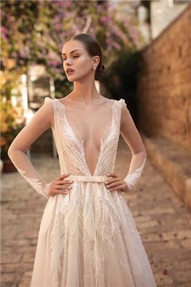 שמלות עם כתפיות דקות