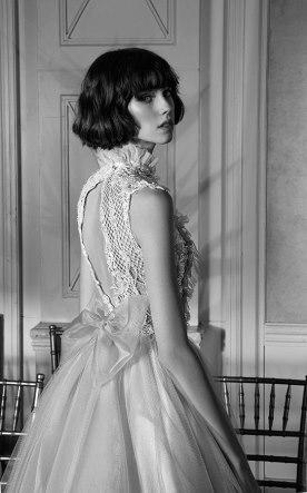 שמלת כלה עם צווארון ופפיון