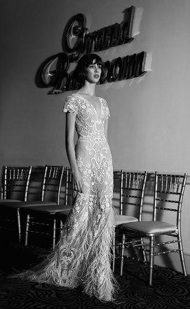 שמלת כלה מתחרת עם פרחים ופרנזים
