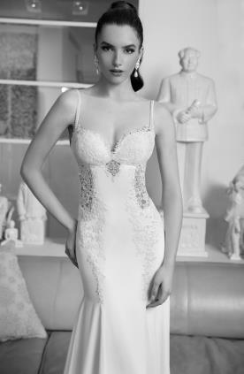 שמלת כלה עם תחרה בצדדים