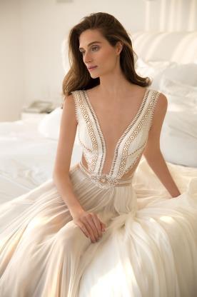 שמלת כלה בחיתוך מרשים