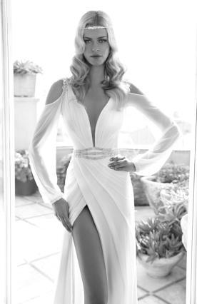 שמלת כלה נועזת צמודה עם שסע