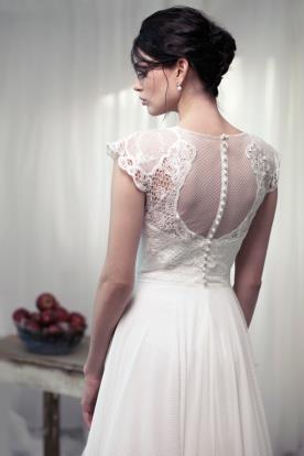 שמלת כלה גב צנוע