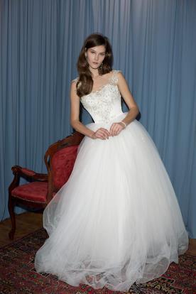 שמלת כלה עם שכבות טול