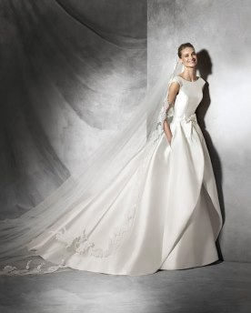 שמלת כלה סאטן ופפיון