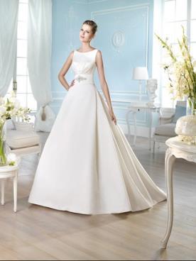 שמלת כלה עם חגורת מותן מקושטת