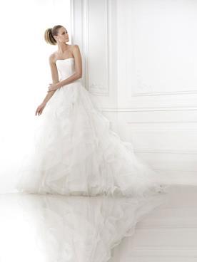 שמלת כלה רומנטית עם נפח