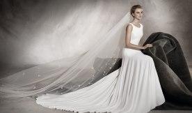 שמלת כלה: שמלה עם כתפיות עבות, שמלה בסגנון עדין, שמלת משי, שמלה בצבע לבן, קולקציית 2017 - Daniel Goldberg Bridal Couture