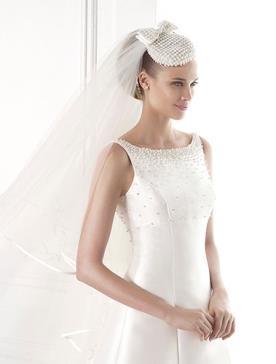 שמלת כלה עם צווארון מעוטר חרוזים