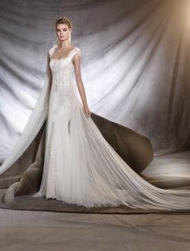 שמלת כלה שובל טול עם כיווצים