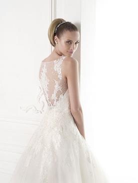 שמלת כלה: שמלת שיפון, שמלה בגזרה נשפכת, שמלת פעמון, שמלה עם כתפיות עבות, קולקציית 2015, שמלה בסגנון רומנטי, שמלת וינטאז', שמלה בסגנון עדין, שמלה עם תחרה, שמלה בגזרת A, שמלה בצבע לבן - Daniel Goldberg Bridal Couture
