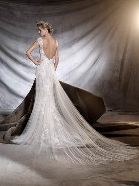 שמלת כלה עם מחשוף גב