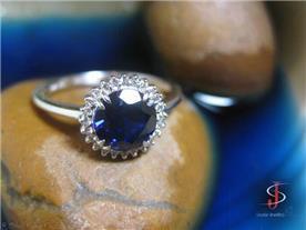 טבעת בשיבוץ ספיר ויהלומים
