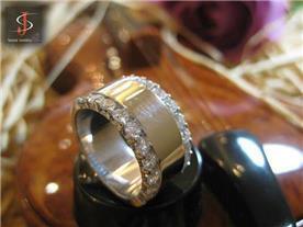 טבעת זהב משובצת יהלומים 5