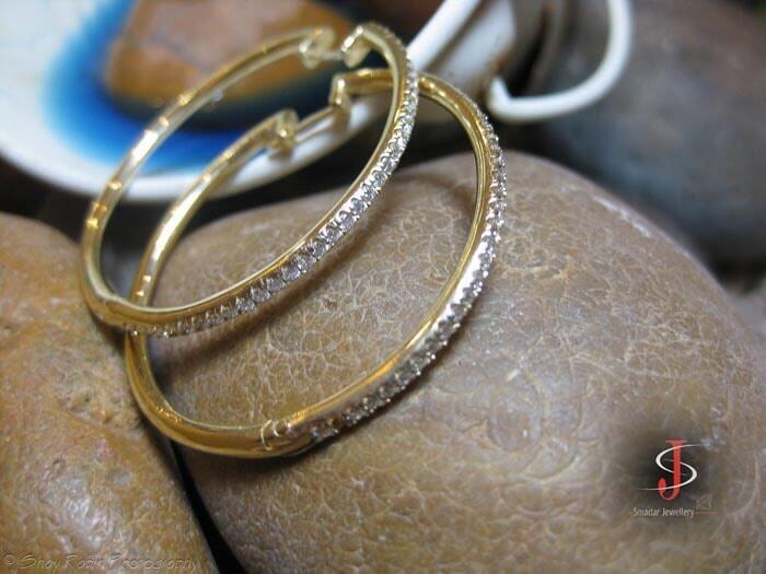 עגילים בשיבוץ יהלומים