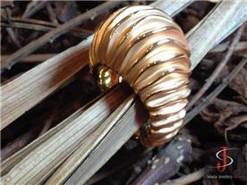 טבעת זהב מודרנית