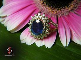 טבעת בשיבוץ בלו טופז ויהלומים