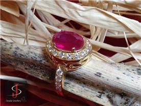 טבעת רובי משובצת יהלומים