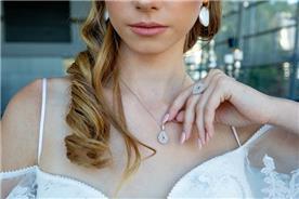 שרשרת: תכשיט לאישה, תכשיט בציפוי זהב, תכשיט בעיצוב עדין, תכשיט בעיטור עלים - סמדר תכשיטים