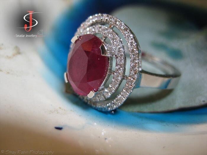 טבעת בשיבוץ רובי ויהלומים