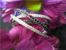 טבעת משובצת יהלומים B&W