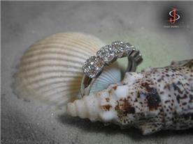 טבעת אלמוג משובצת יהלומים
