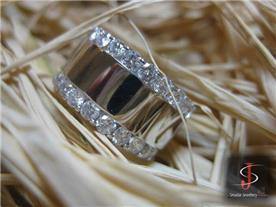 טבעת זהב משובצת יהלומים 3
