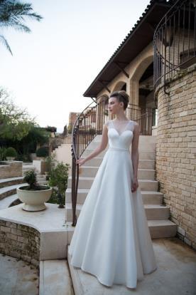 שמלת כלה רומנטית בגזרת פעמון