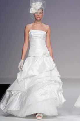 שמלת כלה קלאסית למראה קסום