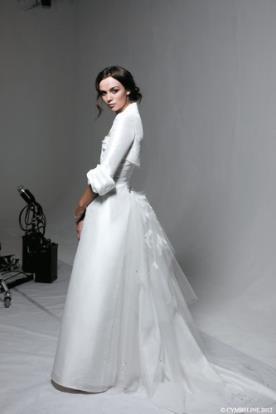 שמלת כלה צנועה עם עליונית