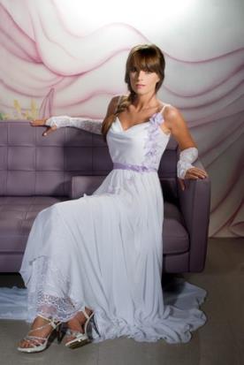שמלת כלה רומנטית מעוטרת