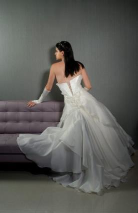 שמלת כלה סטרפלס בגזרה נשפכת