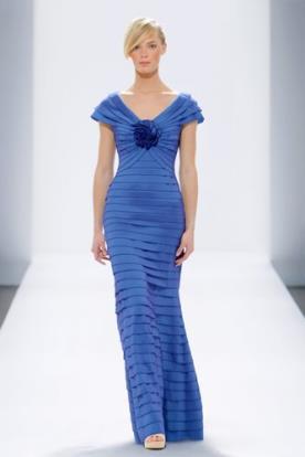 שמלת ערב מעוטרת פרח