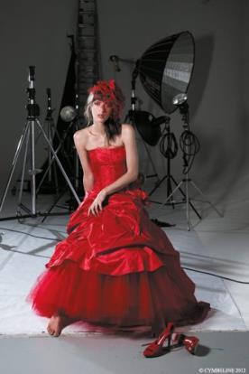 שמלת כלה מרשימה בצבע נועז