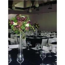 עיצוב שולחנות עם פרחים באגרטל