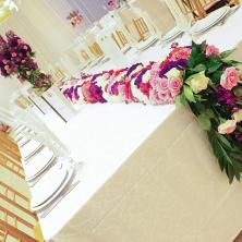עיצוב שולחן אביר פרחים גדולים