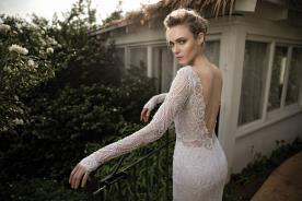 שמלת כלה עשויה תחרה עדינה