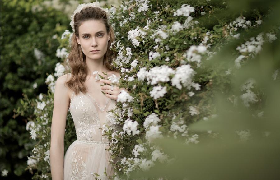שמלת כלה עדינה בגוון קרם