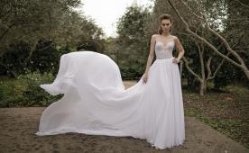 שמלת כלה נוצצת עם פליסה