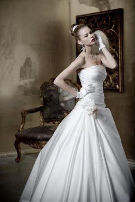 שמלת כלה: שמלת סאטן, שמלת פעמון, שמלה בסגנון רומנטי, שמלה בסגנון קלאסי, שמלת וינטאז', שמלה נפוחה, שמלה בסגנון עדין, שמלת משי, שמלה עם מחשוף, שמלה בגזרת סטרפלס, שמלה עם כיווצים, שמלה בצבע לבן, שמלת מקסי - מימי - שמלות כלה