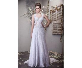 שמלת כלה עם תחרה נשפכת