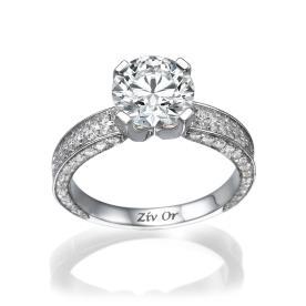 טבעת אירוסין משובצת יהלום גדול