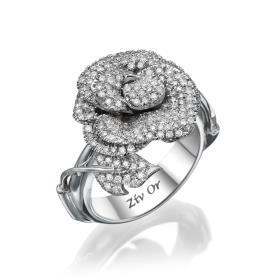 טבעת יהלומים בעיצוב רומנטי