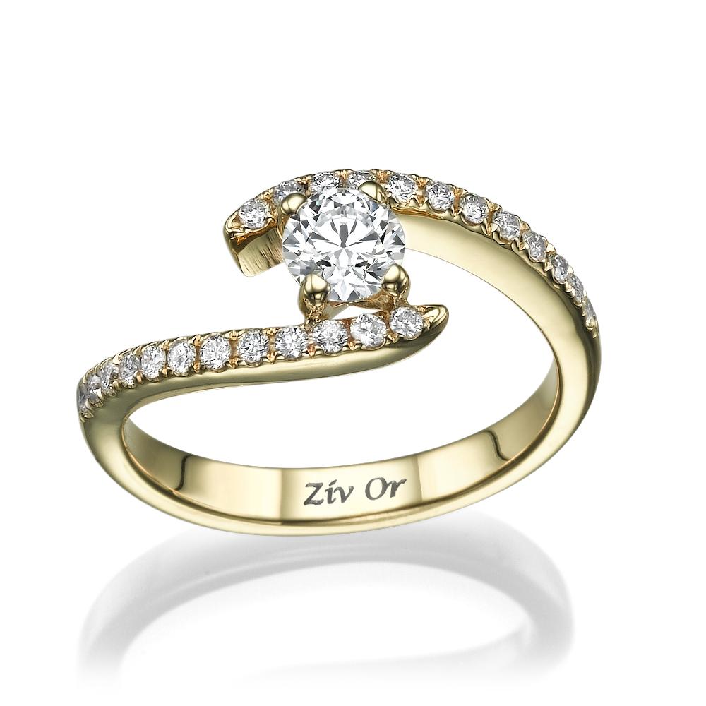 טבעת אירוסין סימטרית משובצת