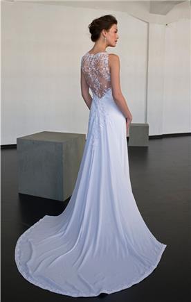 שמלה עם גב תחרה ושובל