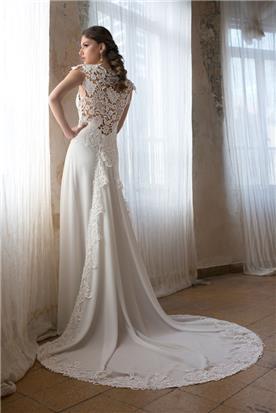 שמלת כלה עם תחרה תואמת בגב ובשובל