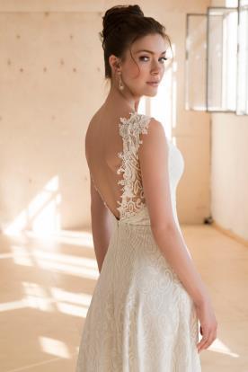 שמלת כלה מתחרה עשירה עם גב פתוח