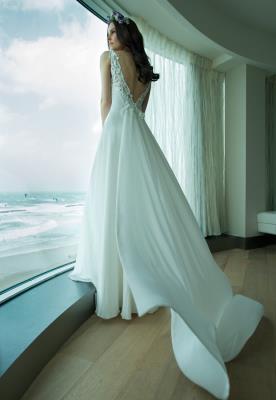 שמלת כלה עשירה וארוכה