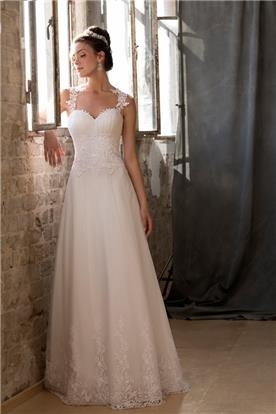 שמלת כלה עם עיטורים תואמים בטופ ובחצאית